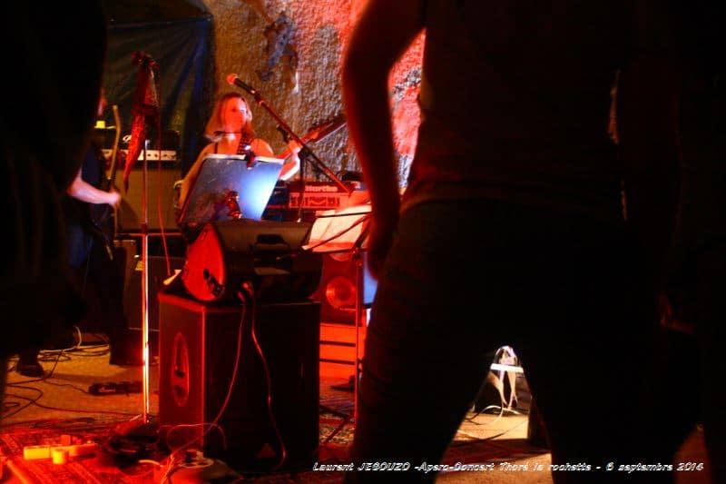 pero Concert Thoré la rochette 6 septembre 2014 1 Quand des potes décide d'écouter de la musique, ce n'est pas sur une chaine Hi-Fi ! c'est devant les musiciens en direct ! c'est dans une cave de la gare de Thoré la rochette que se sont retrouvés quelques groupes : Arsène c, Les bons tuyaux, Alchimy, Marco (joueur de Hang), Didier (from marseille), Trigad, ... Un samedi soir devant un verre, avec des potes, de la bonne musique live, ... Le bonheur, quoi !