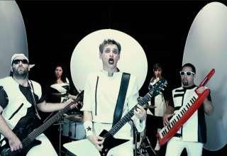 Johnson Concorde EP4 Point Of Fusion Le groupe de power glam tourangeau Johnson Concorde travaille à son 4ème album : un concept-album galactique, façon power-glam du futur, où les guitares garage répondent aux synthés eighties et aux harmos vocales.