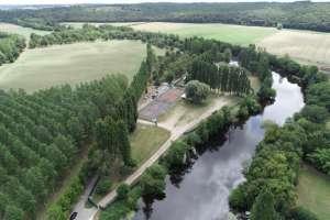httpswww.facebook.comFestivalYzeuresnrock Il a lieu à Yzeures-sur-Creuse(37) à 80 km de Tours, 70 km de Châteauroux et 50 km de Poitiers dans un beau site tout vert... et commence MAINTENANT pour 3 jours, la météo est bonne (même un peu trop couvrez/protégez vous) et la prog aussi !