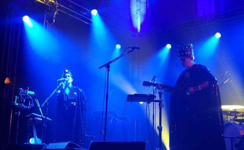 BlackBones 17 Oct 2020 Rockos Les Rockos 2020, c'est beaucoup moins festif, convivial, humain, mais c'est du à la dure loi de la pandémie. Et donc rassurez vous, on respecte les consignes, rassurez vous il y a de la musique live, rassurez vous c'est chiant !, mais venez quand-même c'est l'avenir de la musique !